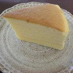 和洋菓子処とらや - 昔ながらのチーズケーキ