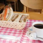 神戸サンドウィッチ工房 - タルタルフィッシュサンドと三元豚のヒレカツサンド、ホットコーヒーのモーニングです、945円也