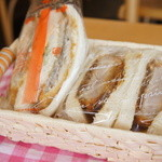 神戸サンドウィッチ工房 - モーニングセットは、好きなサンドイッチとドリンクなんですが、少し寂しいのでサンドイッチは2種選びました