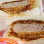 神戸サンドウィッチ工房 - 三元豚ヘレカツサンド、分厚いけどメチャ柔らか!