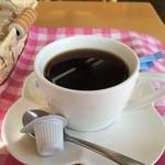 神戸サンドウィッチ工房 - ホットコーヒーは、単品300円ですが、モーニングセットにすると、サンドイッチ代プラスドリンク半額