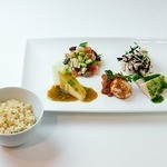 トータルフーズ - デリプレート(5種) 5種類のデリを1プレートを盛り付けます。玄米ごはん付。