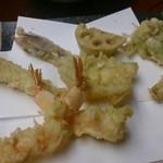 天ぷら懐石 いせ - エビ2尾・ふきのとう・蓮根・菜の花・アナゴ・きす・みょうが