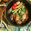 ミール ラウンジ - 料理写真:ゴロゴロ野菜とチキンのダッチオーブン焼き