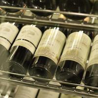フランス産を中心とした約100種類のワインを常時ご用意