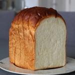 ストラスブルジョア - 食パン 380円 山食ですね。