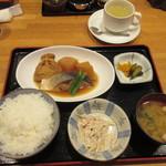 玉露園喫茶室 - 本日のランチB(ぶり大根) 800円