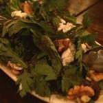 ヌメロ サンク - 春菊とゴルゴンゾーラのサラダ!