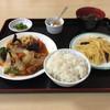 鳳凰飯店 - 料理写真:白身魚の甘酢とライスはチョットだけ食べてから写真をパシャリ!だから少し減ってます。