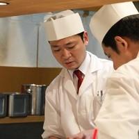 腕利きの料理人がオープンキッチンにて追求した味を提供致します
