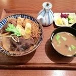 35437894 - イノシシ丼(味噌汁/獣肉用ワリシタ/漬物3種)ワリシタを回しかけて食べると美味しいよ〜