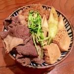 35439028 - クマ丼 大盛(ツキノワグマのすき焼き丼/山椒かけて食うと美味いぞ〜)