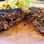 ひだまり亭 - 日替わり定食の自家製ハンバーグステーキ、肉汁が溢れ出ます