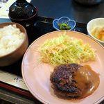 ひだまり亭 - 日替わり定食(お肉)は自家製ハンバーグステーキ、500円