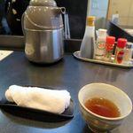 ひだまり亭 - 熱いお茶とおしぼり