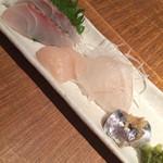 黒尊 - お造り:真鯛、ホタテ、スズキ、いわし
