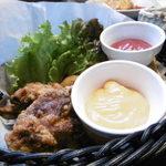 ベビーフェイス プラネッツ - チキンとフライオニオンとポテトの盛りあわせ