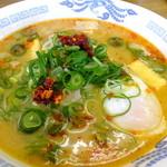 白ひげ食堂 - こく辛スープの豚汁ラーメン温玉入り:580円