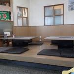 板門店 - テーブルは堀こたつ式ではありません