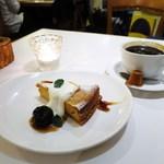 CAFE STRADA - キャラメルチーズケーキ、アメリカーノ