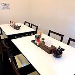 横浜家系ラーメン かねだ家 - テーブル席