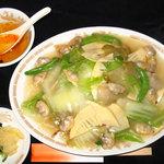 桂花飯店 - アサリの出汁がたっぷり アサリと白菜のあんかけ焼きそば 800円
