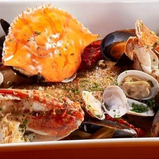 魚貝の濃密な旨味【逸品】渡り蟹と魚貝のアクアパッツァ