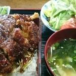 昭和軒 - とんかつ重定食 990円