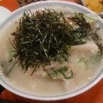 一直 - ランチ定番の鯛茶漬け。刺身でも食べられる新鮮な鯛を、ゴマだれでいただきます