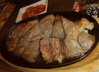 パラグアイ&韓国の屋台 友(チング) - パラグアイ料理の「塩焼きステーキ」