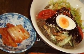 パラグアイ&韓国の屋台 友(チング) - 「冷麺(キムチ付き)」