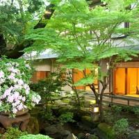 ◆窓の外に広がる美しい日本庭園。寛ぎのひととき。