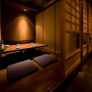 2~10名の宴席が楽しめる、落ち着いた雰囲気の個室が4部屋