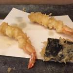 天ぷら懐石 いせ - 海苔巻き帆立と海老。 俗に言う、外はカラッと、中はしっとり。 帆立のぷりぷり感は特筆に値します。