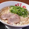 うま馬 - 料理写真:昭和15年に誕生した博多初のラーメン店「三馬路」の味を唯一受け継ぐ中華そば風豚骨ラーメン。