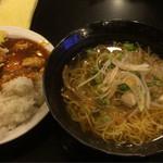 鴻盛園 - 煮干し醤油らーめん+セルフ丼  600円
