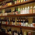 旬鮮炭火焼 獺祭 - 壁面のボトル群が圧巻