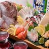 古都 - 料理写真:毎日、鮮度の高いものを中心に築地から直送される「鮮魚」の盛り合わせは絶品です!