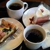 スターバックス コーヒー - 料理写真:2015年3月、さくらシフォンケーキ、ベーコンとほうれん草のキッシュ、そしてトリピュードブレンドコーヒーです。