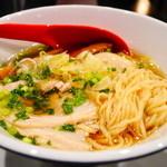 播磨坂 もりずみ - チャーシューとクリタ食品の中細平ウェーブ麺