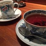 月光茶房 - キーマンとマンデリン。茶器が別々、美味しいコーヒー、紅茶に話も弾みます。