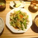 ひびか食堂 - 肉野菜炒め定食 ¥790(税込)。七味唐辛子は後から掛けたものです。