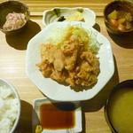 ひびか食堂 - とり天定食 ¥690。今まで食べたとり天でもトップクラスのおいしさでした!日の通し方も絶妙です!ポン酢と和辛子で頂きます。