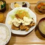 ひびか食堂 - チキン南蛮定食 ¥780(税込)。鶏もも肉使用。タルタルソースが具沢山でおいしかったです!