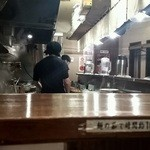 ベジポタつけ麺えん寺 - カウンターで10席の店内です