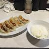 華豊家 - 料理写真:餃子とライス。