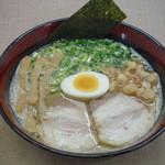 ラーメン 八卦 - 料理写真:久留米ラーメン(とんこつ) 750円