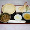 草日庵 よりや - 料理写真:天ぷら付き 田舎汁うどん