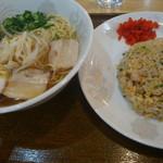 生香楼 - 料理写真:日替わりランチは800円の海老炒飯とラーメン