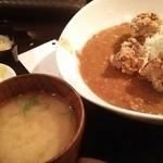 Beer dining マヤジカ - カラアゲキーマカレー750円